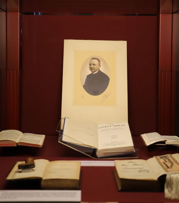 Évszázadok bibliái Erdős Károly gyűjteményéből